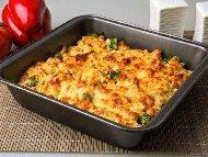 Рецепта Лесна запеканка с пилешко филе, картофи, броколи или карфиол, яйца, сирене, кашкавал и заквасена сметана на фурна